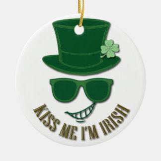 St Patrick Tag küssen mich, den ich irisch bin Rundes Keramik Ornament