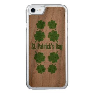St Patrick Tag mit Klee Carved iPhone 8/7 Hülle