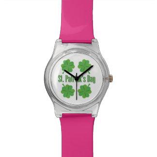 St Patrick Tag mit Klee Uhr