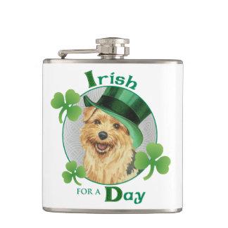 St Patrick Tag Norfolk Terrier Flachmann