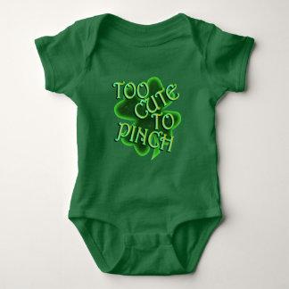 St Patrick Tag - zu niedlich, zum des Babys zu Baby Strampler