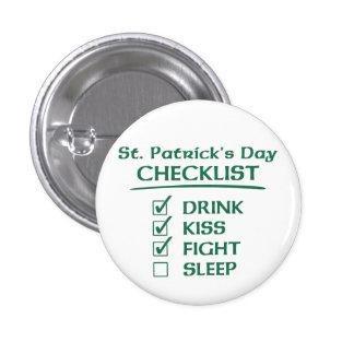 St Patrick Tagescheckliste: Getränk, Kuss, Kampf Runder Button 2,5 Cm