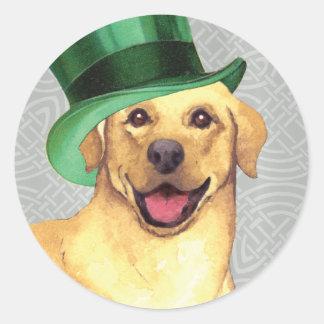 St Patrick Tagesgelber Labrador Runder Aufkleber