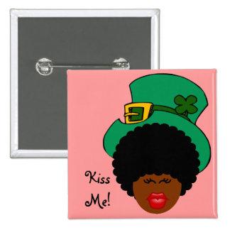 St Patrick TagesSpaß: Küssen Sie mich. Ich bin Quadratischer Button 5,1 Cm