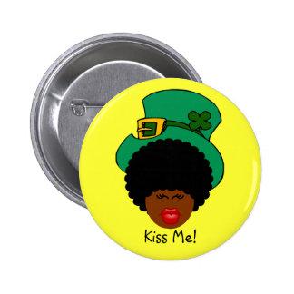 St Patrick TagesSpaß: Küssen Sie mich. Ich bin Runder Button 5,7 Cm