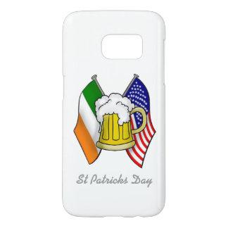 St Patrickiren und -amerikanische Flagge mit Bier