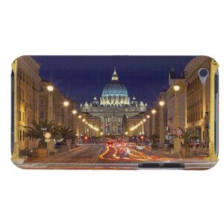 St Peter Basilika gegen Ende der Straße nachts Barely There iPod Hülle