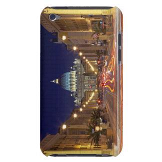 St Peter Basilika gegen Ende der Straße nachts iPod Touch Hülle