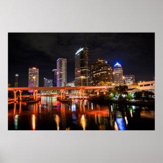 Stadt beleuchtet Skyline bis zum Nacht Poster