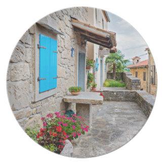 Stadt der alten cobbled Straßenansicht des Summens Melaminteller
