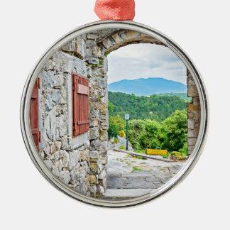 Stadt der Summensteintor- und -straßenansicht Silbernes Ornament