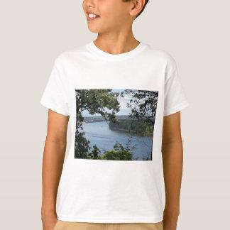 Stadt von Dubuque, Iowa auf dem Fluss Mississipi T-Shirt