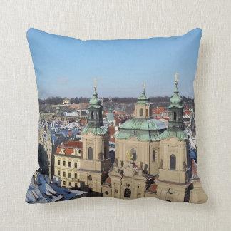 Stadt von Prag und von barocken Kirche Sankt Kissen