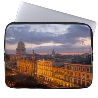 Stadtbild am Sonnenuntergang, Havana, Kuba Laptopschutzhülle