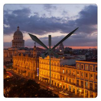 Stadtbild am Sonnenuntergang, Havana, Kuba Quadratische Wanduhr