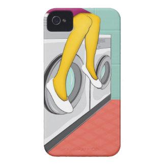 Städtisches Mädchen, das in einer Wäscherei in der Case-Mate iPhone 4 Hülle
