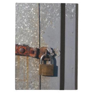 Stahltüren zugeschlossen mit einem rostigen