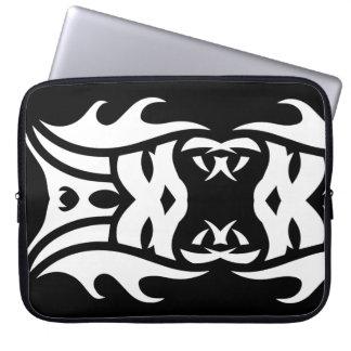 Stammes laptop sleeve 2 whit black zu over