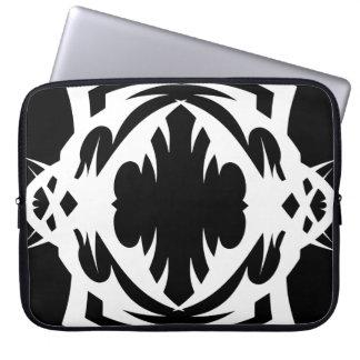 Stammes laptop sleeve 4 whit black zu over