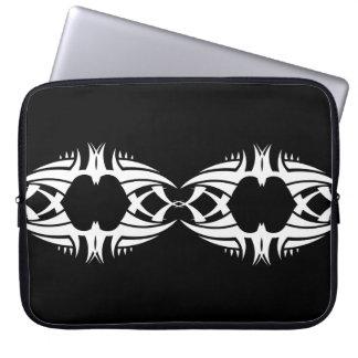 Stammes laptop sleeve 5 whit black zu over