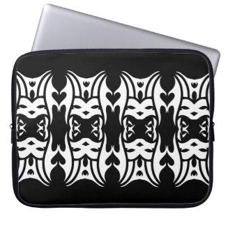Stammes laptop sleeve 6 whit black zu over
