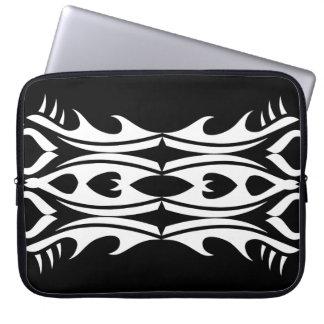 Stammes laptop sleeve 9 whit black zu over
