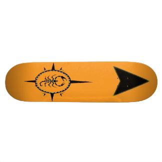 Stammes- Skorpion Skateboard. Personalisierte Skatedecks