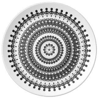 Stammes- Volksdekorativer Kreis-mit Blumenukrainer Teller Aus Porzellan