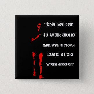 Stand allein, gehen allein! quadratischer button 5,1 cm