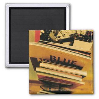 Stapel Bücher und Zeitschriften Quadratischer Magnet