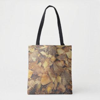 Stapel des Herbst-Blätter Tasche