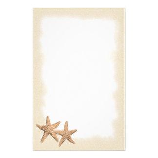 Starfish auf dem Strandbriefpapier Individuelles Druckpapier