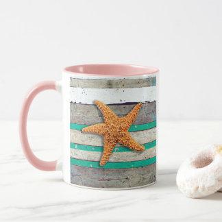 Starfish und verwitterter Planken-Strand Tasse