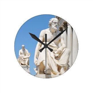 Statue des griechischen Philosophen Runde Wanduhr