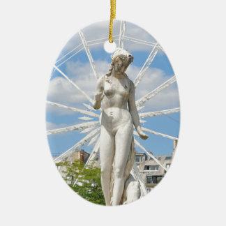 Statue, die Frau in Paris darstellt Ovales Keramik Ornament