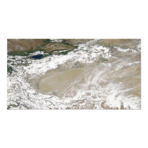 Staub und Wolken schwebten über dem Taklimakan DES Fotodruck