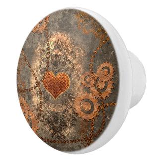Steampunk, wunderbares Herz gemacht vom rostigen Keramikknauf