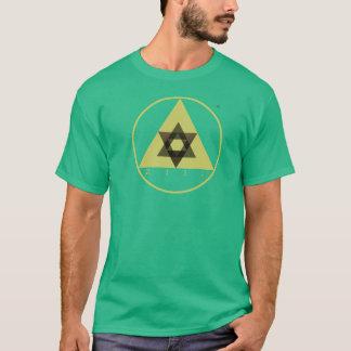 Steigen T-Stück auf T-Shirt