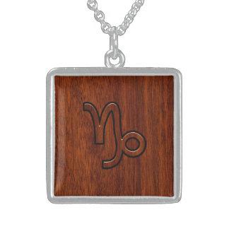Steinbock-Tierkreis-Symbol in der hölzernen Halskette Mit Quadratischem Anhänger