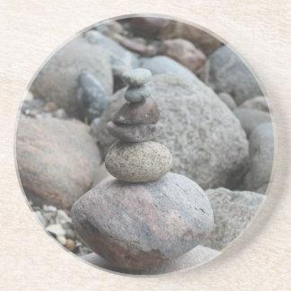 Steine an der Ostsee , gestapelt , Steinbalance Sandstein Untersetzer