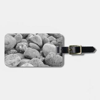 Steine an der Ostsee / Insel Rügen / schwarz-weiß Kofferanhänger