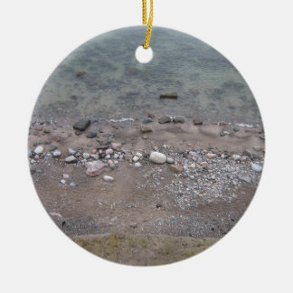 Steine in der Ostsee Rundes Keramik Ornament
