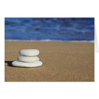 Steinhaufen auf dem Sand Karte