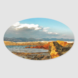 Steinstrand auf der Insel Pag in Kroatien Ovaler Aufkleber