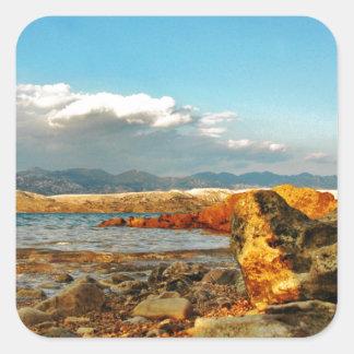 Steinstrand auf der Insel Pag in Kroatien Quadratischer Aufkleber