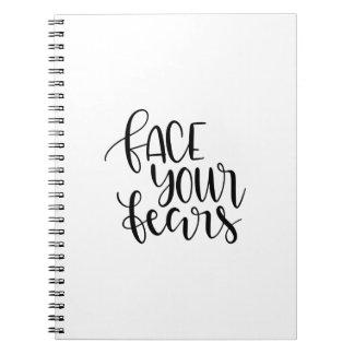 Stellen Sie Ihre Furcht gegenüber Notizblock