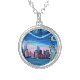 Sternenklare Nacht über Manhattan mit Versilberte Kette