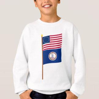 Sternflagge US 13 auf Pfosten mit Virginia Sweatshirt