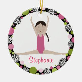 Sterngymnast-dunkles Brown-Haar-Rosa Rundes Keramik Ornament