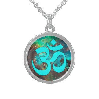 Sternhaufen-Aqua-OM-Symbol Sterlingsilber Halsketten